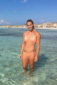 Nadine Broersen beach